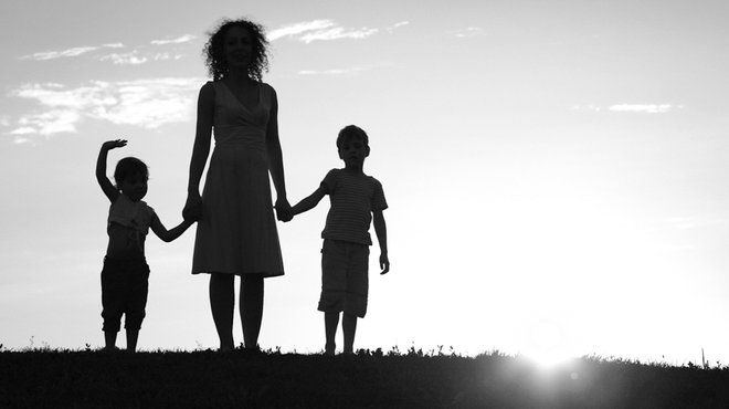 貧困の奥にある「離婚・母子家庭」という現実