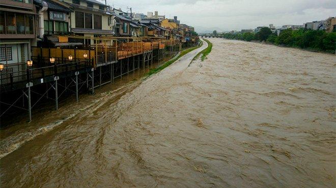 平成最大の西日本豪雨はなぜ起こったのか 現政権に問われる不祥事の責任