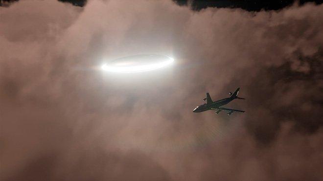 真昼間に航空機の上をかすめるUFOで話題騒然