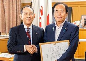 7月25日、埼玉県上田前知事の税政策を称え、JTRから「納税者の味方賞」が贈られた。