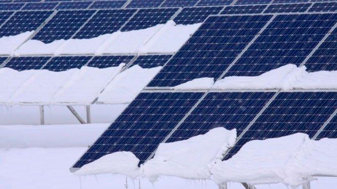 大雪で太陽光見込めず、節電呼びかけ 「脱炭素」に赤信号!?