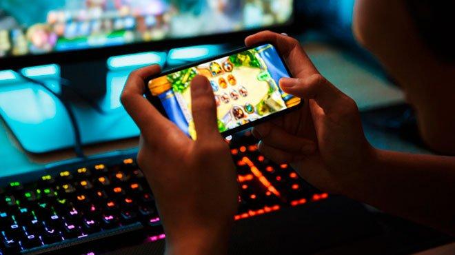 コロナ禍でスマホアプリ課金が40%増加 恐るべきゲームアプリの依存性とは