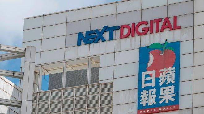 「リンゴ日報」、創業者の資産凍結で存続に懸念の声 香港の情報統制完成を急ぐ中国当局