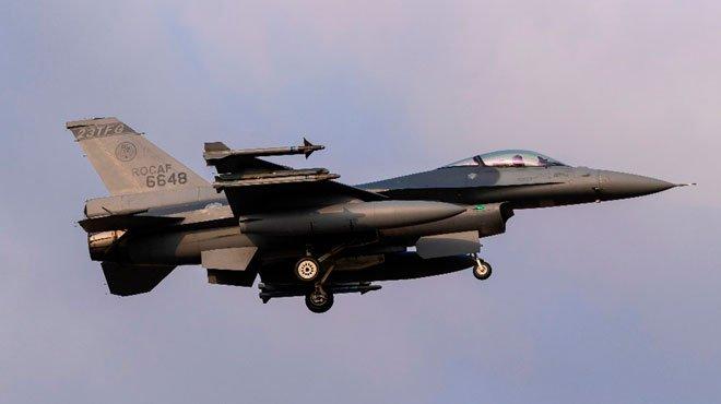 中国軍機が日台の二正面作戦を想定して飛行していた 日米演習などの急増で、中国は一転して自制へ