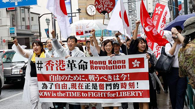 新宿駅前が騒然 幸福実現党の香港革命支援デモ&街宣を妨害する中国人の怒号